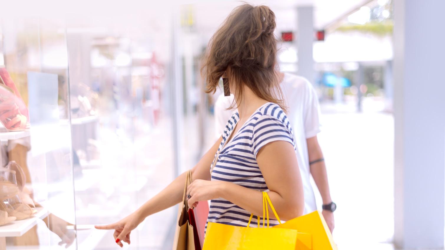 Sering Tergiur Modelnya yang Lucu, Ikuti 4 Cara Hindari Pemborosan Saat Belanja Baju Anak